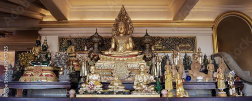 statue temple bouddhiste à bangkok Wallpaper Mural