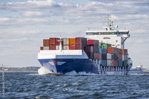 Containerschiff auf hoher See Fototapete