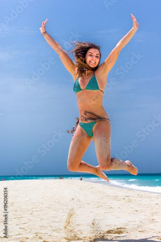 Fotografie, Tablou  Salto di felicità in spiaggia