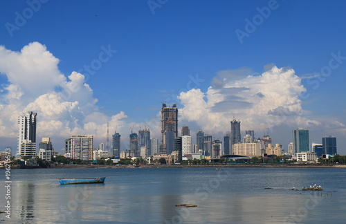 Fototapeta premium Bombaj Bombaj centrum miasta wieżowiec pejzaż Indie