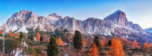 Foto op Canvas Herfst Tofana di Rozes mountain ridge. Region Trentino Alto Adige, South Tyrol, Veneto, Italy. Dolomite Alps, famous travel destination in Europe. Vicinity of village Cortina D'Ampezzo and lake Limides.