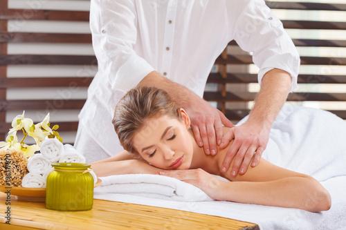 Fotografía  Beautiful, young and healthy woman in spa salon