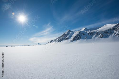 Foto auf Gartenposter Antarktika Mt Vinson, Sentinel Range, Ellsworth Mountains, Antarctica
