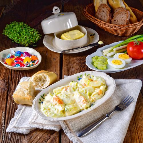 Zdjęcie XXL Nieociosana wiosna jajeczna sałatka z porem
