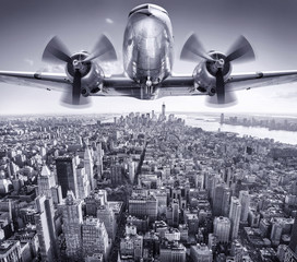 Panel Szklany Nowy York historic aircraft in the sky over manhattan