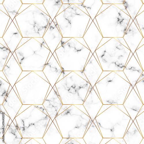 nowoczesna-minimalistyczna-biala-marmurowa-konsystencja-ze-wzorem-geometrycznych-zlotych-linii-tlo-dla-wzorow-baner-karta-ulotka-zaproszenie-przyjecie-urodziny-slub