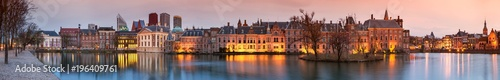 Photo City Landscape, sunset panorama - view on pond Hofvijver and complex of buildings Binnenhof in from the city centre of The Hague, The Netherlands
