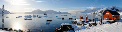 Spoed Foto op Canvas Antarctica Snowy views from the Brown Station on Paradise Harbor / Island in Antarctica.