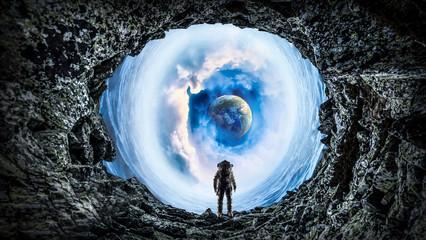 Astronauta i astronauta. Różne środki przekazu