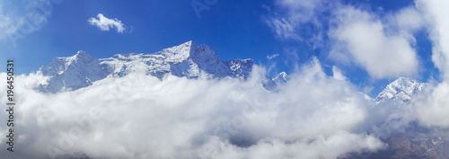Foto auf Gartenposter Gebirge Kongde Rie mountains peak in the clouds, amazing panoramic view