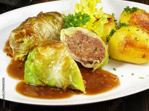 Fotografie, Obraz  Kohlrouladen mit Kartoffeln und Sauce