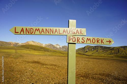 Fotomural  Borsmork Landmannalaugar Trail Wooden Signpost Iceland