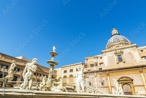 Cadres-photo bureau Fontaine The Praetorian Fountain (Fontana Pretoria) in Palermo in Sicily, Italy