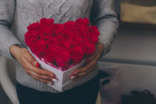 Box With Red Roses In Female H...