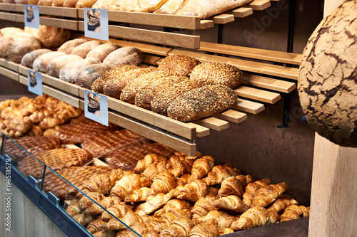 Foto op Canvas Bakkerij Fresh bread and pastries in bakery