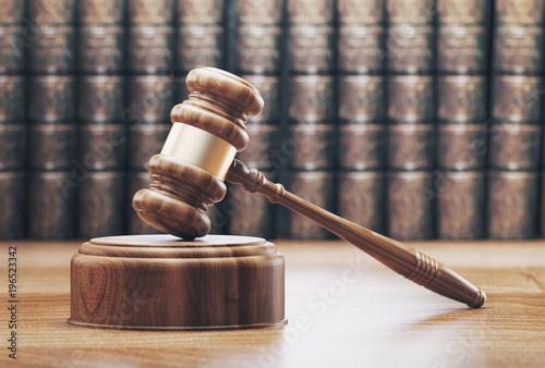 Fototapeta Martello in tribunale con libri, render 3d