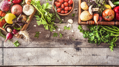 Foto auf Gartenposter Gemuse Organic vegetables healthy nutrition concept on wooden background
