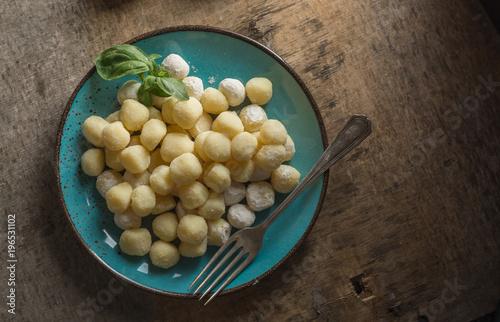 Photo  Raw gnocchi, typical Italian made of potato, flour and egg dish.