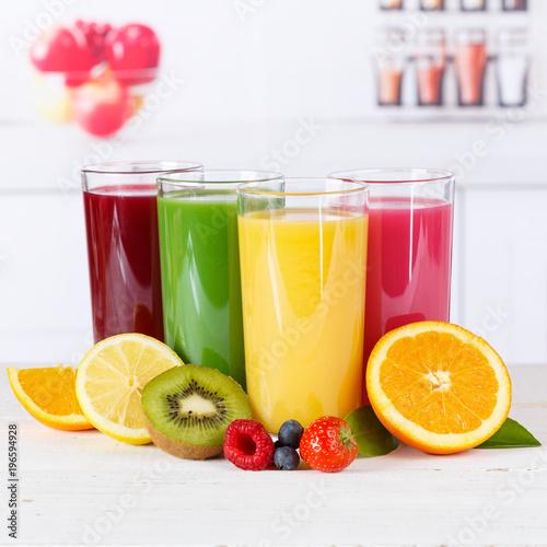 Foto op Canvas Sap Saft Orangensaft Smoothie Smoothies Fruchtsaft Frucht Früchte Quadrat gesunde Ernährung
