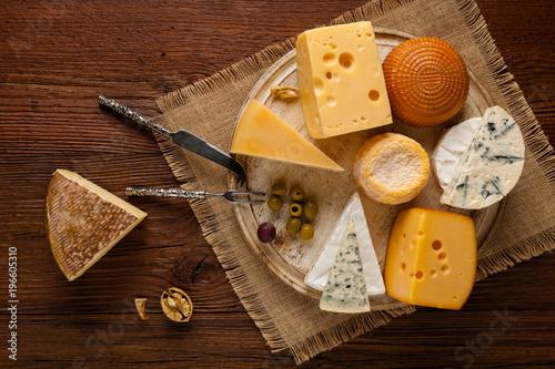 Valokuva  Mix cheese on wooden board.