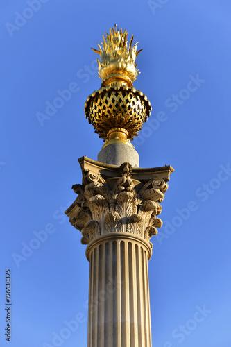 Fotografie, Obraz Korinthische Säule in Warwick, London, Region London, Großbritanien