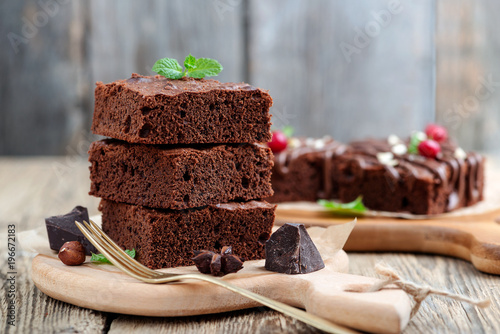 Foto Chocolate brownie cake, dessert with nuts on wooden background.