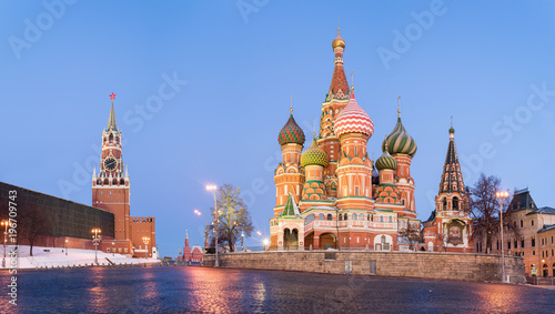 Tuinposter Moskou MOSCOW, RUSSIA: Panoramic view of Saint Basil Cathedral.