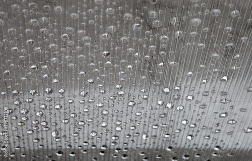 abstrakcyjna-tekstura-polprzezroczysty-poliweglan-z-kroplami-wody