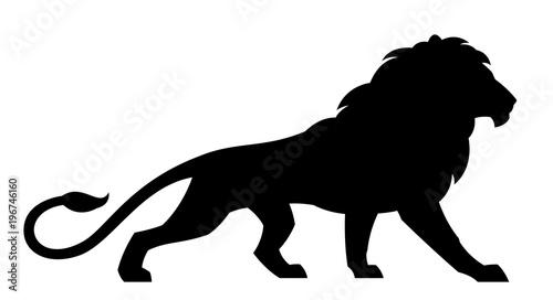 Fototapeta premium Czarny lew na białym tle