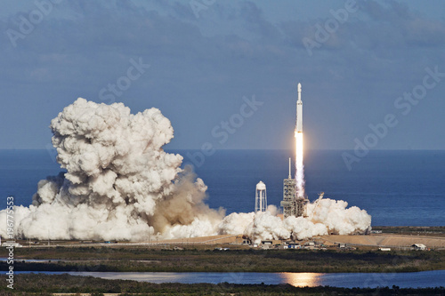 Photo Rocket launch with moon on background