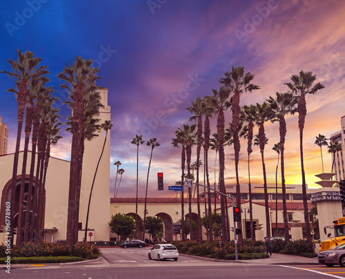 Staande foto Los Angeles Union Station under a colorful sky at sunset