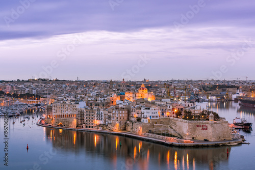 Illuminated skyline of Senglea at twiligh sunset,Malta Fototapet