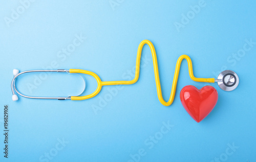 Fotomural Red heart and a stethoscope on blue background
