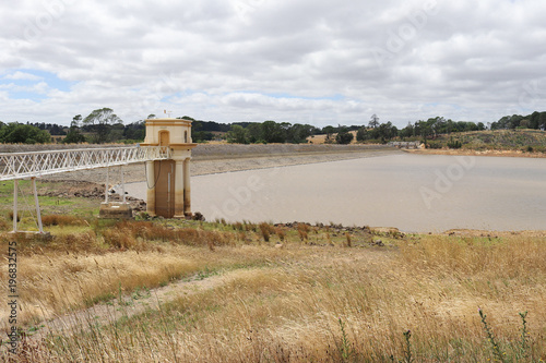 Fotografía  Intake tower and service bridge at Malmsbury Reservoir in Australia