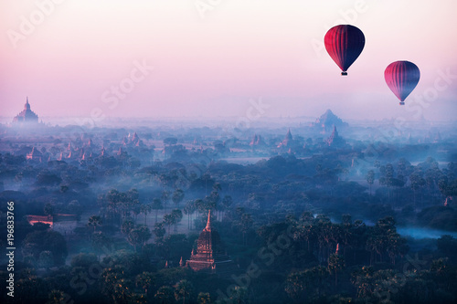 Fototapeta  Red balls in the morning in the fog above Bagan