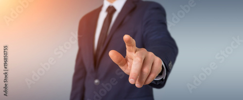 Foto  Businessman pointing finger