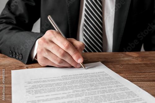 Fototapeta Businessman signing a document. obraz