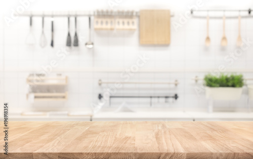 Fotografia Wood table top on blur kitchen room background