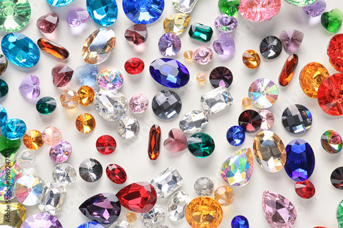 Fotografía  Colorful precious stones for jewellery on white background