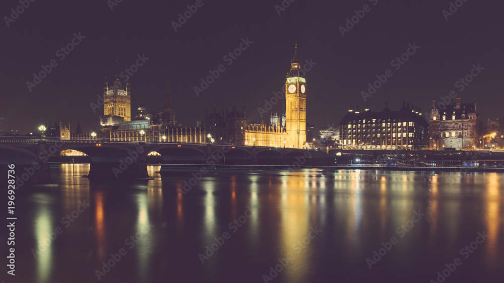 Photo  London night view with Big Ben and parliament at westminster