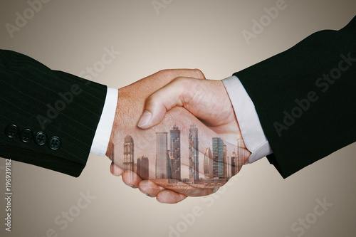 Fotografie, Obraz  Internationaler Immobilien Handel durch Handschlag