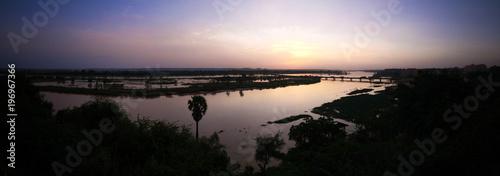 Foto auf Gartenposter Fluss Aerial view to Niger river in Niamey at sunset Niger
