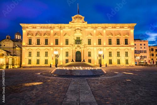 Fotografija  The Auberge de Castille,Valletta,Malta illuminated at evening