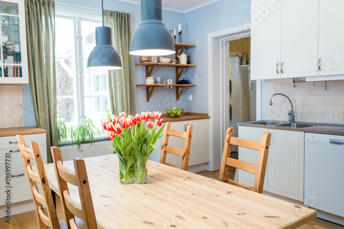 Fine Red Tulips On The Kitchen Table In A Cozy Kitchen Kaufen Best Image Libraries Thycampuscom