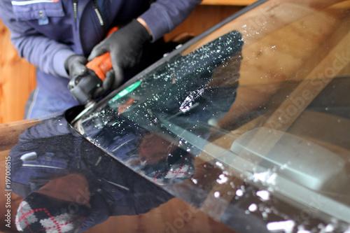 Fototapeta  Austausch der Frontscheibe in einer Werkstatt