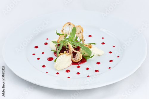 Cadres-photo bureau Dessert Delicious fresh dessert. White three pieces of ice-cream with strawberry and green leaves of arugula, and thin rusks in the centre of a plate with dots of strawberry jam.