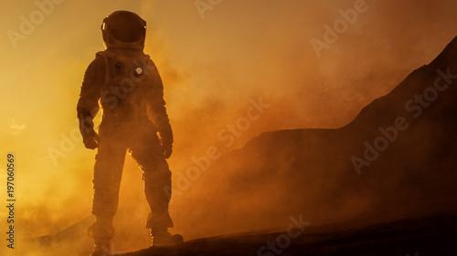 Fotografia Brave Astronaut Confidently Walks on Mars Surface