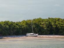 Yacht Ashore, Shipwreck, Parke...