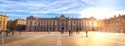 Valokuva  Place du Capitole à Toulouse en Haute-Garonne, Occitanie en France