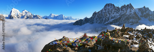 Valokuvatapetti view from Gokyo Ri with prayer flags..